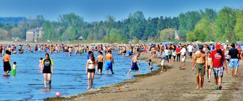 800px-Beaches_of_Wasaga_Beach,_Ontario_-c