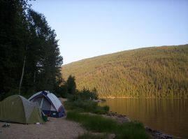800px-Camping_by_Barriere_Lake,_British_Columbia_-_20040801